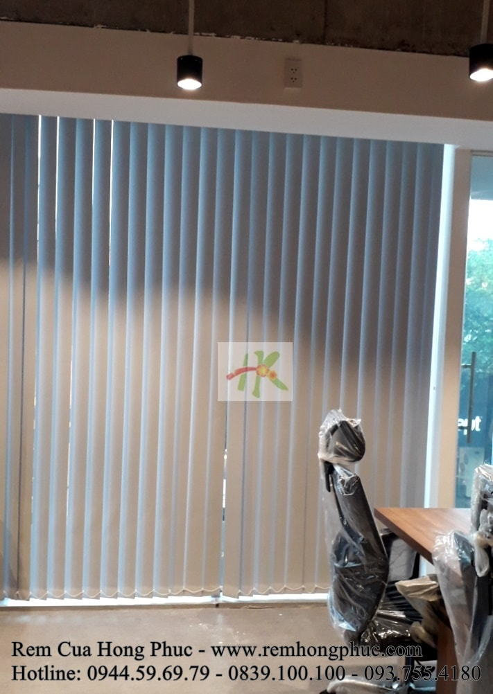 man-rem-sao-dung-van-phong-vertical-blinds-gia-re-hong-phuc-tphcm (7)-min