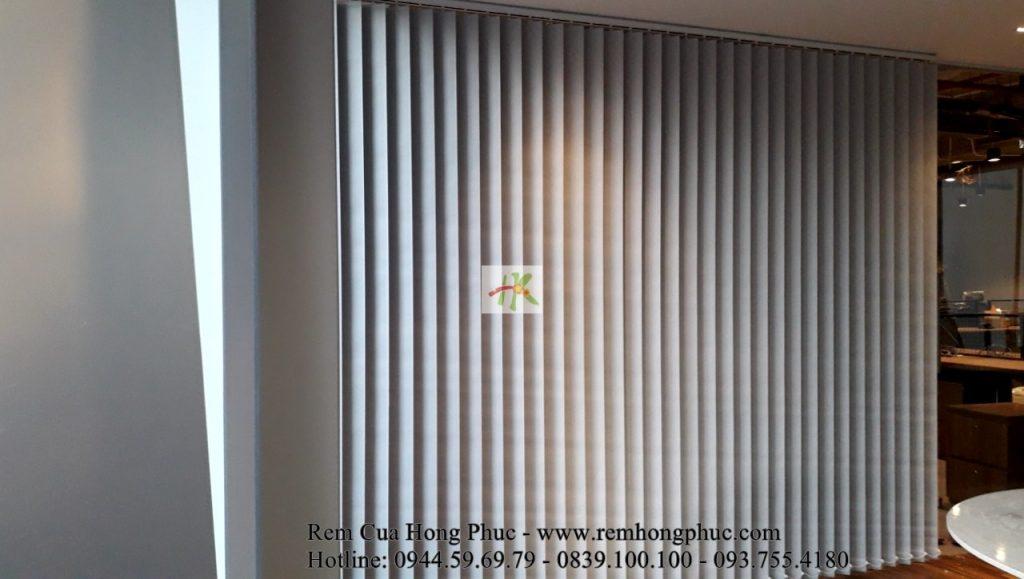 man-rem-sao-dung-van-phong-vertical-blinds-gia-re-hong-phuc-tphcm (4)-min